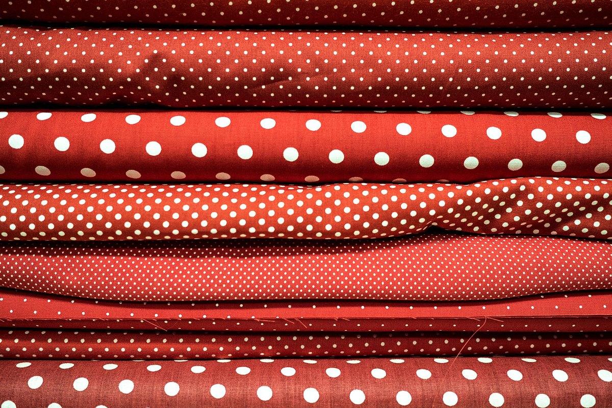 Rot mit Punkten. Foto: Hufner