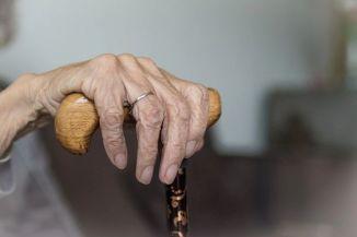 Immer mehr Infektionen und Sterben nach Impfung in den Altenheimen: Verschleiern wird immer schwieriger