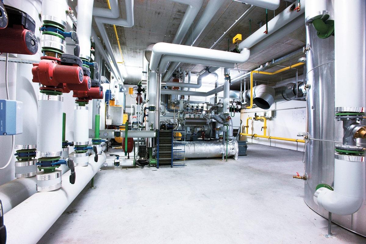 Schinko zeigt Energieeffizienz lohnt sich - 250 kWh starke Aggregat im Keller des Schinko Firmengebäudes.