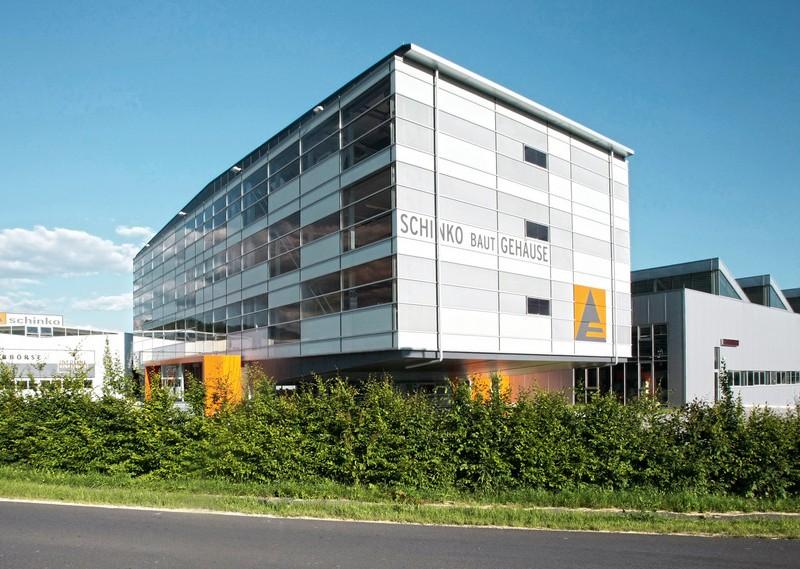 Außenansicht des Schinko Firmengebäudes in Neumarkt i. M.