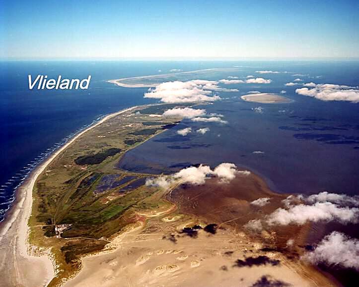De wadden eilanden vanuit de lucht.