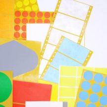 Eine bunte Mischung aus Spezialetiketten verschiedenster Größen, Formaten und Farben