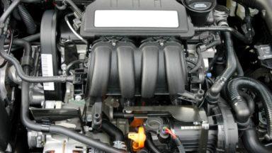 Ein Thermresist-Thermotransferetiketten in einem Motorinnenraum