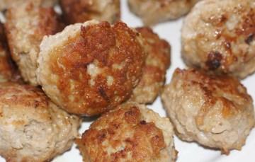 Hackfleischbällchen a'la Köttbullar mit Soße