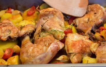 Griechische Hähnchenpfanne mit Bohnen und Feta