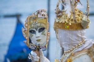 Spieglein, Spieglein in der Hand, wer ist die schönste Maske im ganzen Land?
