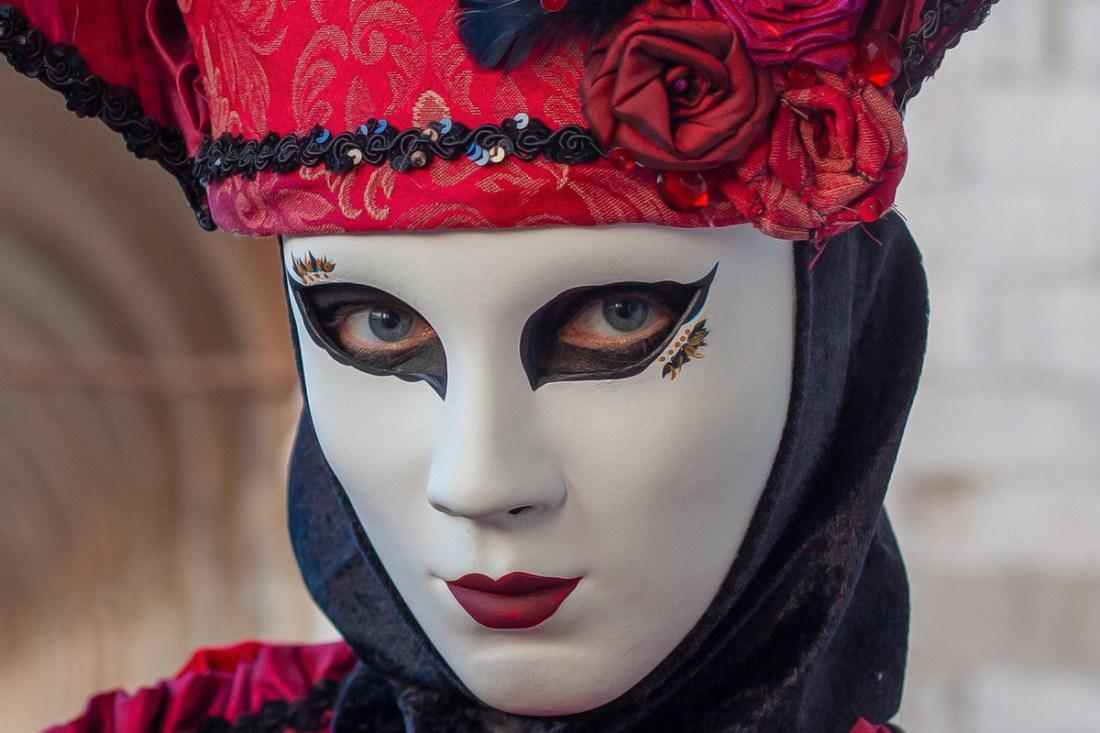 Bild  einer Maske beim Karneval in Venedig. Diese Augen gehören der zauberhaften Maskerade Daniela Hahn.