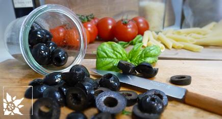Oliven schneiden.