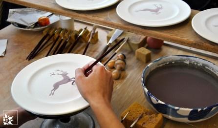 Das Bemalen der Teller