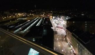 Bahnhof Innsbruck nachts aus dem Hotel aDlers