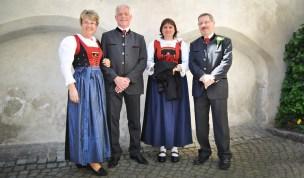 Hall in Tirol: Paare in Tiroler Tracht