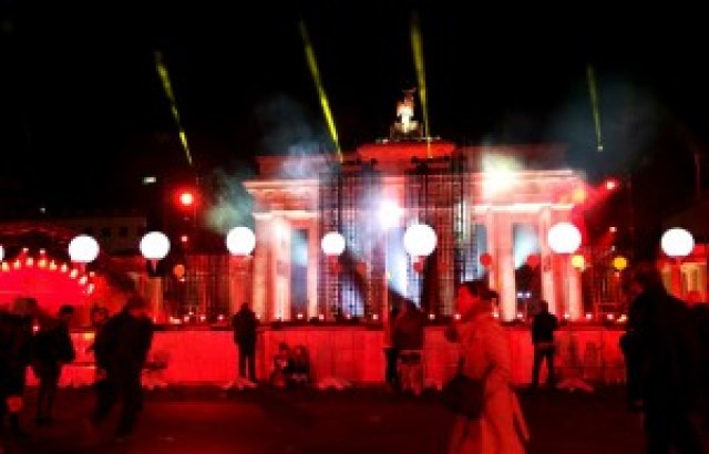 brandenburger-tor-lichtergrenze-lightshow