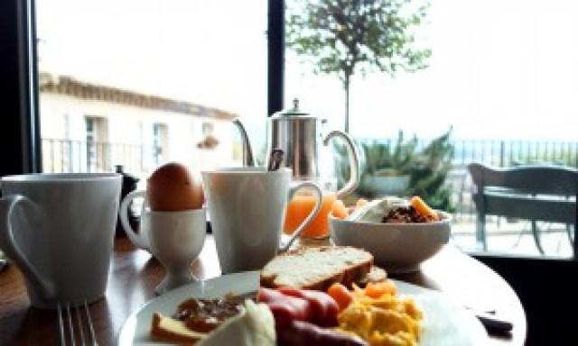 Frühstück im Hotel Crillon Le Brave