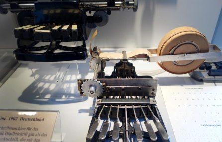 Blindenschreibmaschine im Schreibmaschinenmuseum