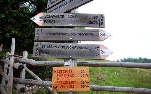 Schilder - Wanderwege Vigiljoch