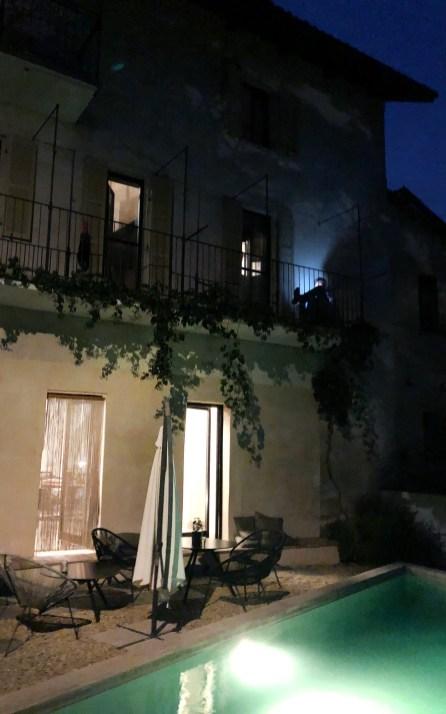 Casa Castello in Dogliani am Abend