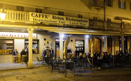 Bar Riviera am Abend