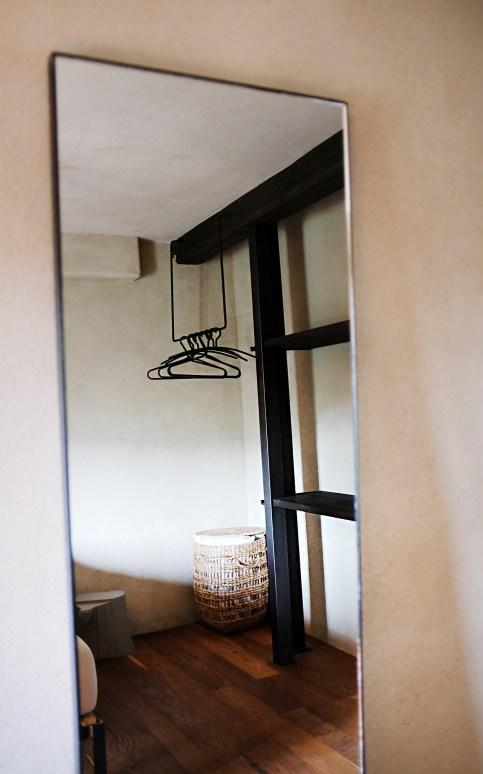 Spiegel in einem der Schlafzimmer