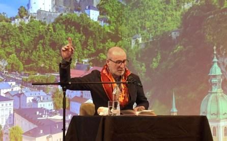 Peter Lohmeyer bei einer Lesung im Theater im Zimmer in Hamburg