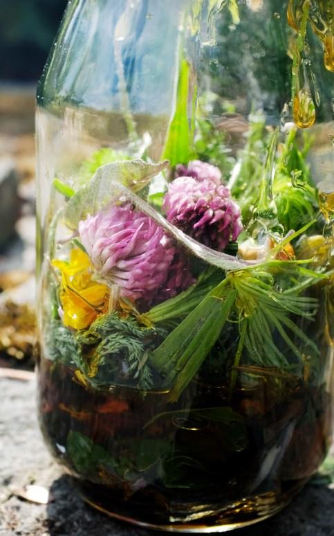 Angesetzter Jahreshonig im Glas