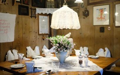 Gedeckter Tisch im Restaurant Onkel Taa
