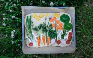 Focaccia Garden - Fladenbrot aus Hefeteig mit Kräutern und Gemüse
