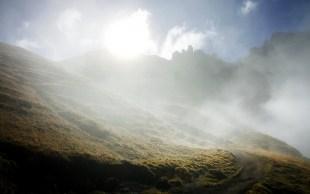 Wechselnde Lichtverhältnisse begleiten die Wanderung auf der Seiser Alm