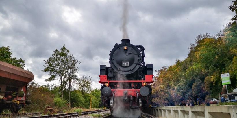 Lok der Sauschwänzlebahn im Bahnhof Weizen