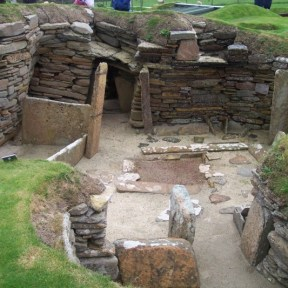 Skara Brae late Neolithic stone built settlement on Orkney. John Burka [GFDL (http://www.gnu.org/copyleft/fdl.html) or CC-BY-SA-3.0 (http://creativecommons.org/licenses/by-sa/3.0/)], via Wikimedia Commons