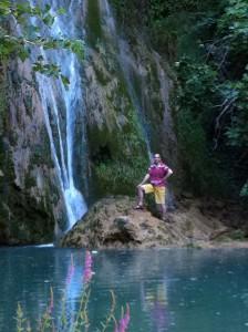 Bart bij de waterval