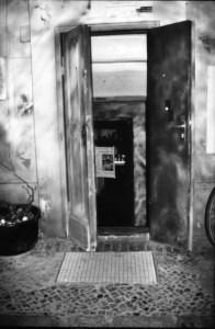 Der Café-Eingang zum Souterrain. Foto: Petra Elsner