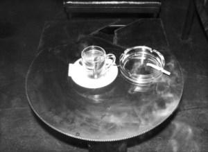 Metallkunst als Teetisch Silberstein  Foto: Petra Elsner