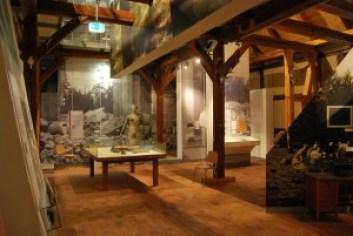 In der Museumsscheune: Es gibt hier keine Zurschaustellung von Relikten. Erklärt werden der Einfluss und die Widersprüchlichkeiten der Jagd auf die Macht. Foto: Lutz Reinhardt