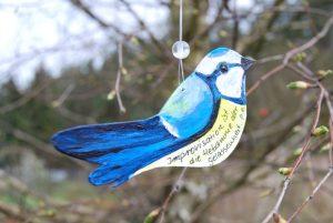 Weiser Vogel im Lesegarten.  Spruch und Vogel von Petra Elsner