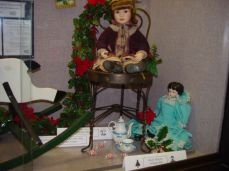SCHS.ws display case, Christmas 2014 featuring the WWI Christmas Truce, antique toys and Christmas decorations