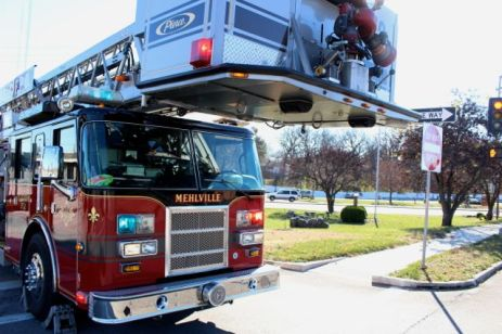 Mehlville fire house 5 arrived with platform truck.