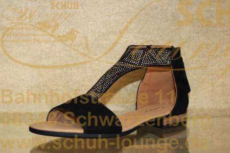 Außergewöhnliche Sandale aus schwarzem Nubukleder mit wertigen Strasselementen die jede Sommergarderobe bereichert.