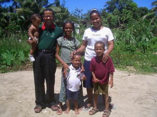 Miguelina Zayas, Gustavo Viloria und Ihre Kinder (2004)