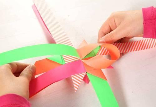 Sind auf dieser Seite alle vier Tütchen geformt, wenden Sie das Gebilde und wiederholen Punkt 12 bis 15.