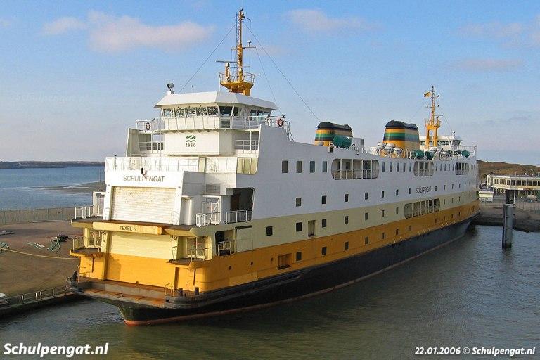 De veerboot Schulpengat op Texel in de zon