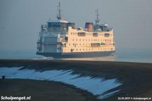 Besneeuwde dijk veerhaven Texel
