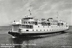 Een ansichtkaart met daarop de TESO-enkeldekker Texelstroom, een zusterschip van de veerboot Marsdiep.