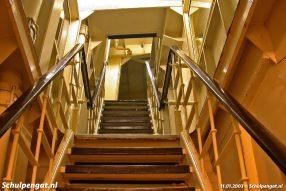 De trappen op de Molengat waren van een stijle soort. Daar kwam veel kritiek op, zodat de Schulpengat tien jaar later uitgevoerd werd met minder stijle trappen.
