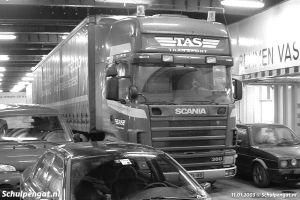 Hoofdrijdek met vrachtwagen