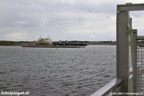 De haven van 't Horntje heeft net de nieuwe breakwaters gekregen in 2004, maar de fuik is nog zoals in 1964.