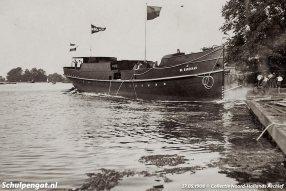 Texel's eerste eigen stoomboot loopt op 27 mei 1908 van stapel bij de werf Hubertina in Haarlem.