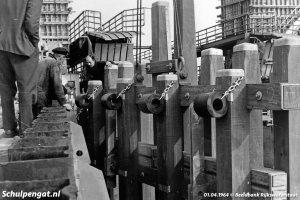 Plaatsen van de fuikwanden in 1964