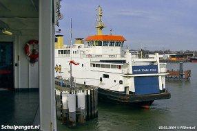 De PSD-dubbeldekker Prins Johan Friso (1997) afgemeerd aan de lange fuikwand van Vlissingen. De foto is gemaakt vanaf zusterschip Koningin Beatrix (1993).