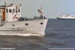 Duikvaartuig Nautilus en veerboot Marsdiep