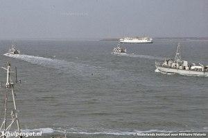 Mijnenvegers van de Marine en TESO-boot Marsdiep